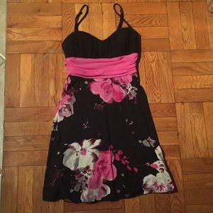 Pretty black and floral dress - size S